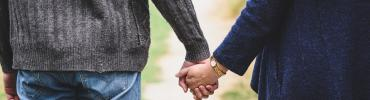 Couple holding hands | path | Melbourne | lol271